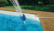מזרקה לבריכה עובדת על לחץ המים של המשאבה